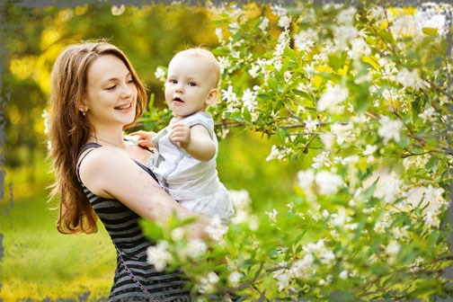 StandUpGirl girl holds baby by flowers